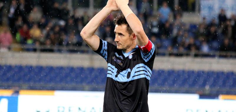 Lazio – Klose day – Miro saluta con goal su rigore in un Olimpico pieno ad applaudirlo.