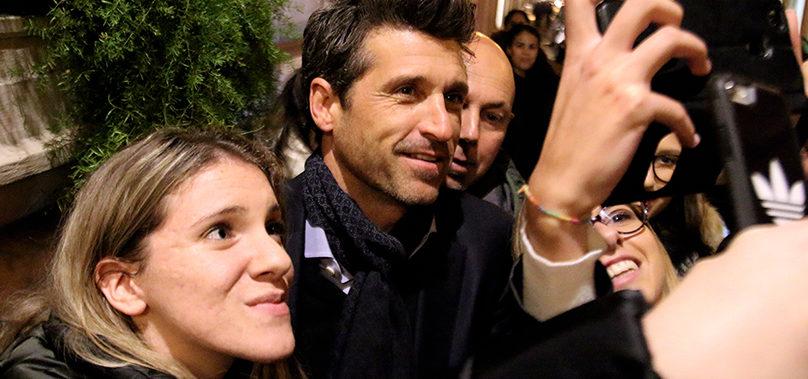 """""""Dottor Stranamore"""" infiamma Roma. Patrick Dempsey tra selfie e fan. Foto – Video"""