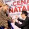 """Grande parterre alla premiere di """"La cena di Natale"""". Bianchini dona un anello ad Emma sul redcarpet."""