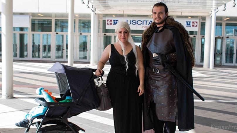 Aspettando l'ottava stagione Daenerys e Jon arrivano al Romics con bebè.Spoiler?