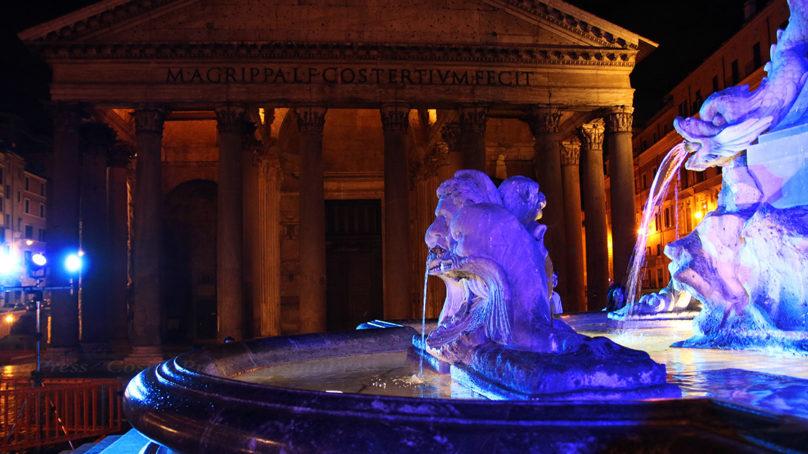 """Le Fontane di Roma si colorano di blu per accogliere il Summit """"Acqua e Clima"""""""