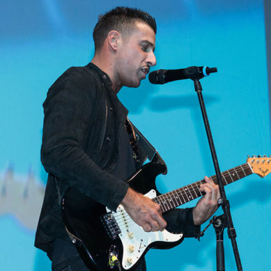 Video – Romics, Francesco Gabbani improvvisa un concerto durante la sua intervista