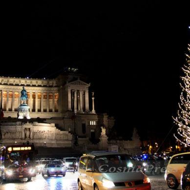 Video – Conto alla rovescia e accensione Albero di Natale in Piazza Venezia a Roma