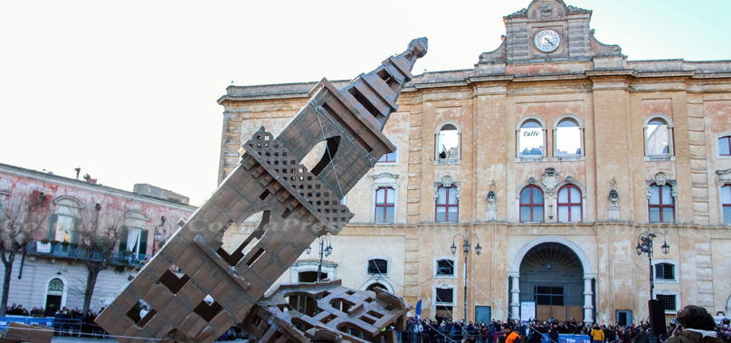 Video – Crollo Mausoleo di 19 metri a Matera – Evento Meno Uno – Matera2019