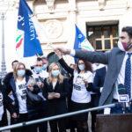 """Flash Mob di Fratelli d'Italia: """"M5S mette all'asta l'Italia votando il Mes"""""""